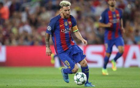 """Barca sap """"troi chan"""" Messi, luong cao hon Ronaldo? - Anh 1"""