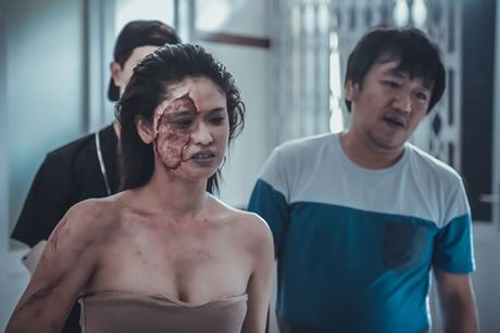 Truong Quynh Anh cam chuoi hat tran an luc quay phim trong nha xac - Anh 3