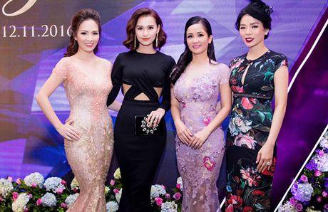 La Thanh Huyen do dang ben dan my nhan Viet - Anh 1