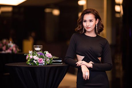 La Thanh Huyen do dang ben dan my nhan Viet - Anh 4