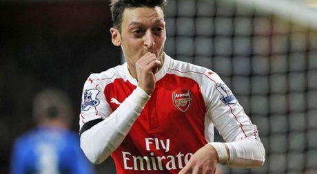 Ozil ky hop dong moi voi Arsenal, tro thanh cau thu co luong cao nhat doi - Anh 1