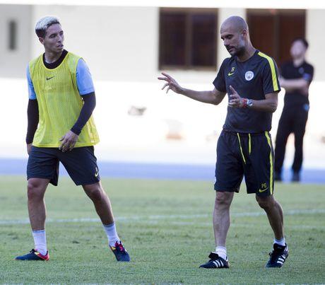 Pep Guardiola cam cac hoc tro 'yeu' sau nua dem - Anh 2