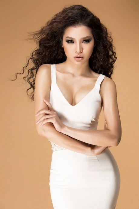 Phuong Trinh Jolie khoe duong cong hoan my voi trang phuc tao bao - Anh 4