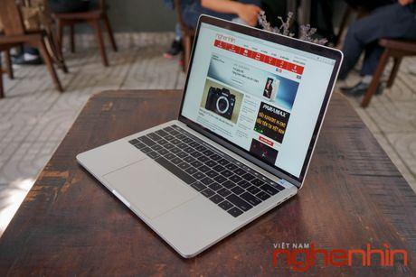 Tren tay Macbook Pro 2016 co Touch Bar vua ve Viet Nam gia 43 trieu - Anh 10