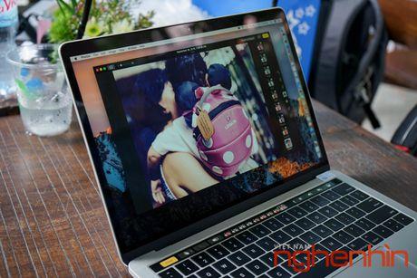 Tren tay Macbook Pro 2016 co Touch Bar vua ve Viet Nam gia 43 trieu - Anh 9