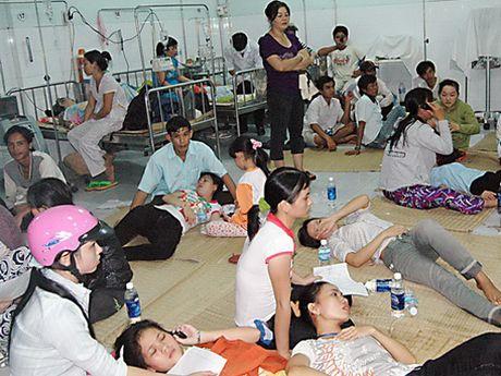 Hon 3.000 nguoi bi ngo doc thuc pham chi trong 10 thang dau nam - Anh 1
