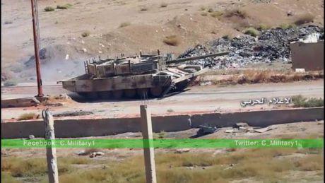 Chum video chien su Syria: Tran chien ac liet gianh thi tran then chot - Anh 1