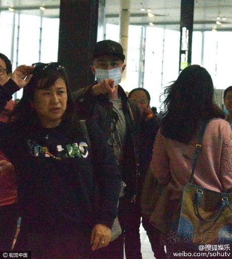 Chong Lam Tam Nhu len giong so sang chi tay, mang paparazzi - Anh 4