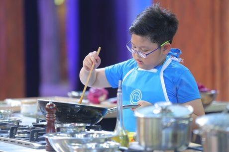 Vua dau bep nhi: Phuong Linh muon nhuong 'doi truong' cho Thanh Hai - Anh 11