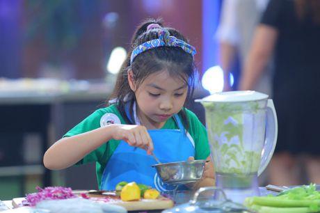 Vua dau bep nhi: Phuong Linh muon nhuong 'doi truong' cho Thanh Hai - Anh 12