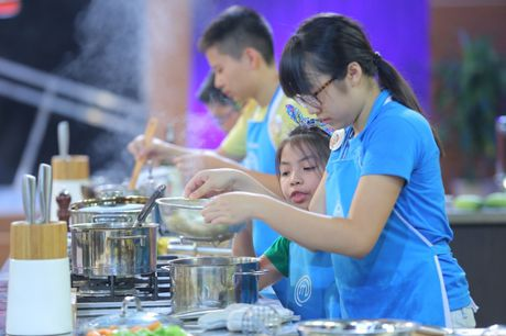 Vua dau bep nhi: Phuong Linh muon nhuong 'doi truong' cho Thanh Hai - Anh 13