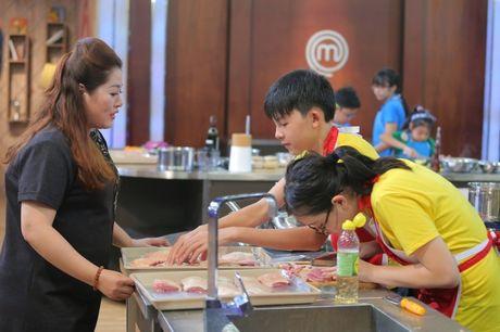 Vua dau bep nhi: Phuong Linh muon nhuong 'doi truong' cho Thanh Hai - Anh 1