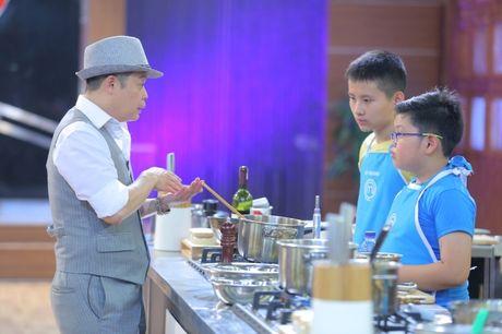 Vua dau bep nhi: Phuong Linh muon nhuong 'doi truong' cho Thanh Hai - Anh 2