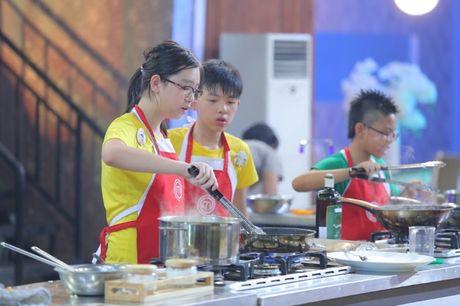 Vua dau bep nhi: Phuong Linh muon nhuong 'doi truong' cho Thanh Hai - Anh 3