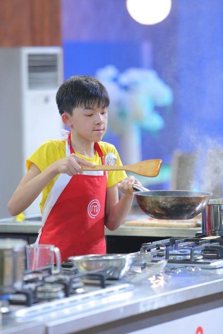 Vua dau bep nhi: Phuong Linh muon nhuong 'doi truong' cho Thanh Hai - Anh 4