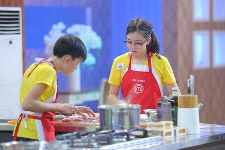Vua dau bep nhi: Phuong Linh muon nhuong 'doi truong' cho Thanh Hai - Anh 6
