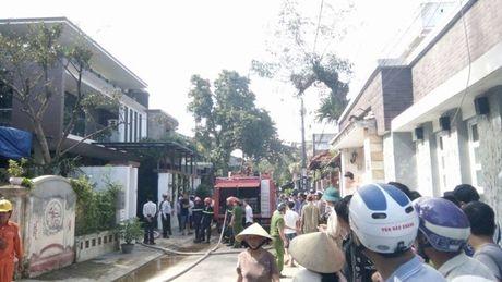 Hue: Ca khu pho nao loan vi can nha 3 tang bi chay - Anh 3