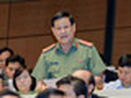 Hom nay, Quoc hoi chat van Bo truong Cong thuong, Tai nguyen va Moi truong - Anh 2