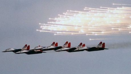 Chien dau co MiG-29 cua Nga roi xuong bien Dia Trung Hai - Anh 2