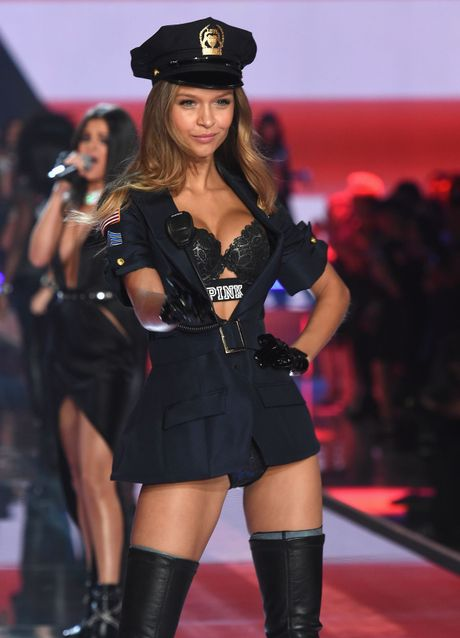 14 thien than nong bong cua Victoria's Secret - Anh 12