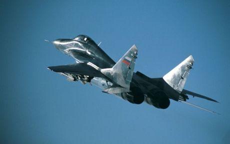 Mig-29K Nga roi xuong Dia Trung Hai khi dang ha canh xuong tau san bay - Anh 1
