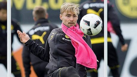 Reus tro lai, nong long ra san trong tran 'Klassiker' voi Bayern - Anh 3