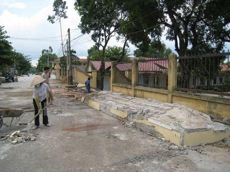 Sap san betong cong trinh lam mot cong nhan thiet mang - Anh 1