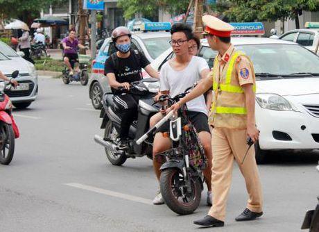 Cong an khong duoc dung xe kiem tra loi 'chinh chu' - Anh 1