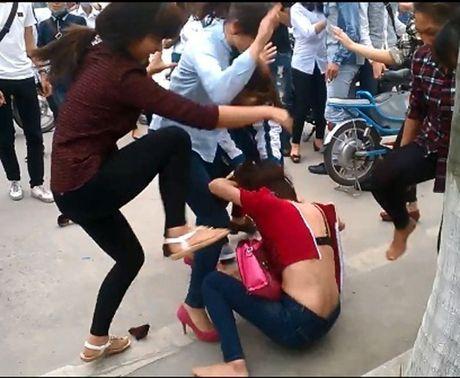 Nan bao luc hoc duong: Bo truong Bo GD-DT nhan trach nhiem - Anh 1