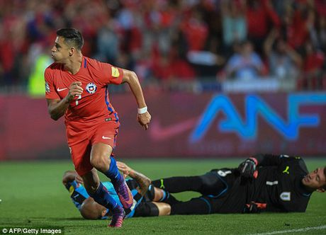 Chile 3-1 Uruguay: Alexis Sanchez toa sang, Arsenal bat an - Anh 3