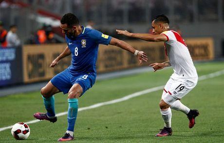 Thang nhe Peru, Brazil dau chi co Neymar - Anh 6