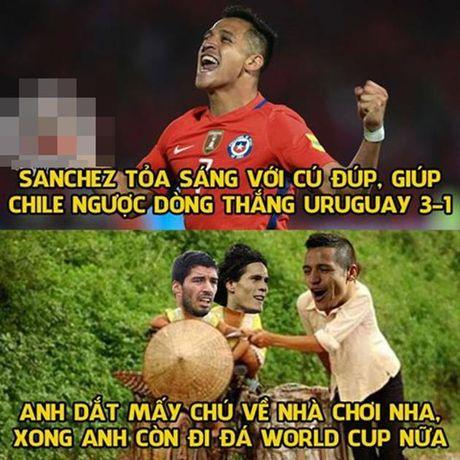 Anh che: Messi 'kho lam, de bo'; Sanchez 'quay' tung bung tien Su-Ni ve nuoc - Anh 4