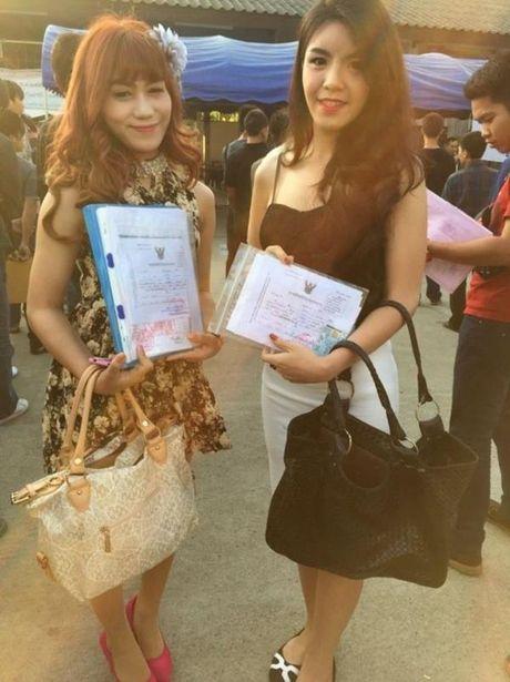 Xon xao bong hong chuyen gioi Thai di kham nghia vu quan su - Anh 10