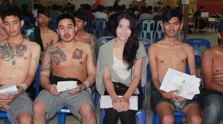 Xon xao bong hong chuyen gioi Thai di kham nghia vu quan su - Anh 11
