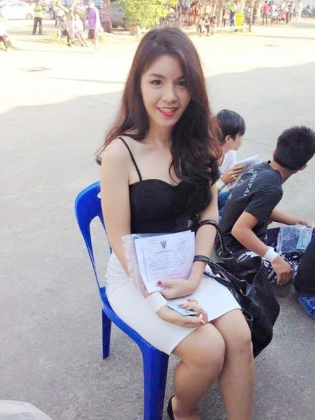 Xon xao bong hong chuyen gioi Thai di kham nghia vu quan su - Anh 1