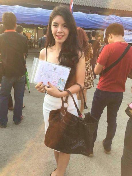 Xon xao bong hong chuyen gioi Thai di kham nghia vu quan su - Anh 2