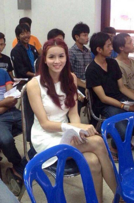 Xon xao bong hong chuyen gioi Thai di kham nghia vu quan su - Anh 3