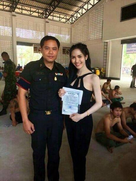 Xon xao bong hong chuyen gioi Thai di kham nghia vu quan su - Anh 5