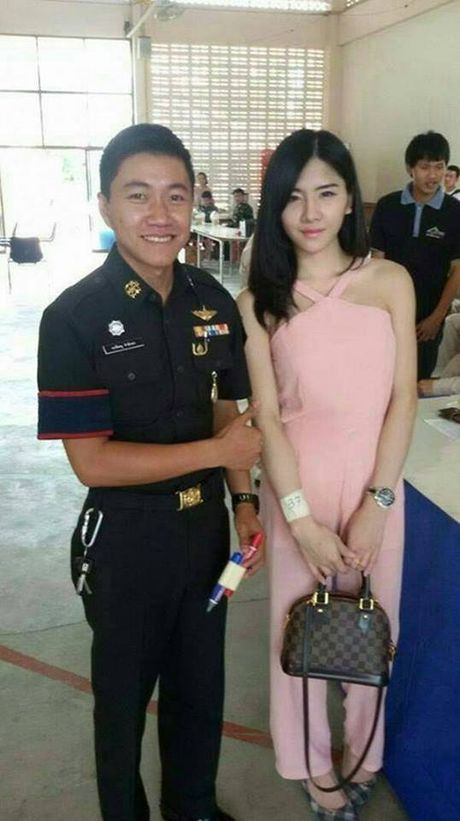 Xon xao bong hong chuyen gioi Thai di kham nghia vu quan su - Anh 8