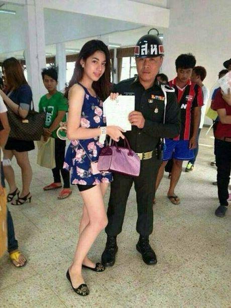 Xon xao bong hong chuyen gioi Thai di kham nghia vu quan su - Anh 9