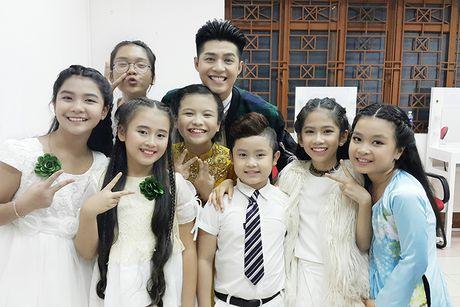 Noo Phuoc Thinh vi vu Thai Lan cung 6 hoc tro cung - Anh 10