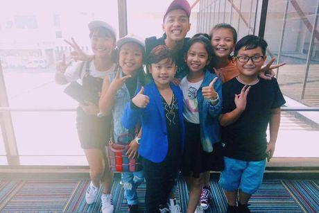 Noo Phuoc Thinh vi vu Thai Lan cung 6 hoc tro cung - Anh 2