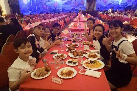 Noo Phuoc Thinh vi vu Thai Lan cung 6 hoc tro cung - Anh 3