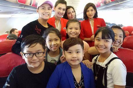 Noo Phuoc Thinh vi vu Thai Lan cung 6 hoc tro cung - Anh 5