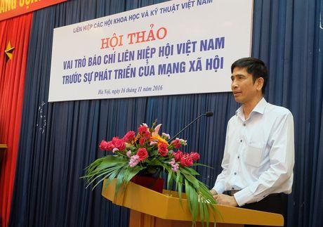 Mang xa hoi: Doi thu hay tro thu cua bao chi chinh thong? - Anh 2