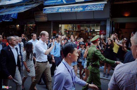 Khoanh khac gan gui cua Hoang tu Anh khi vua den Viet Nam - Anh 1