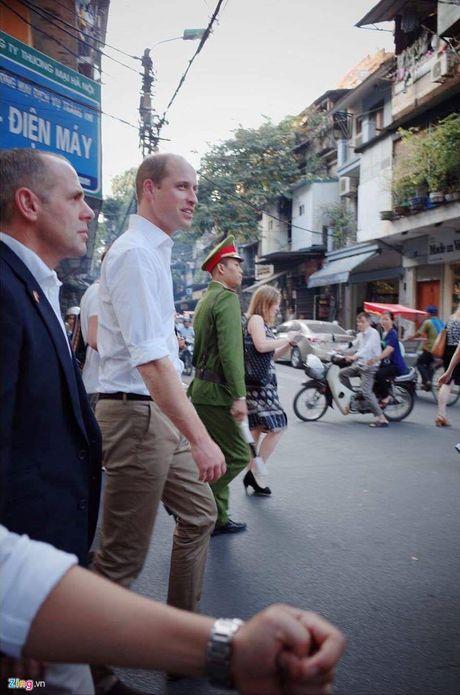 Khoanh khac gan gui cua Hoang tu Anh khi vua den Viet Nam - Anh 7
