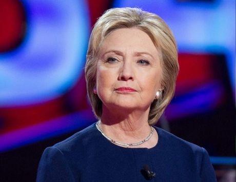 Hillary Clinton va cu vap nga dau don den ngo ngang - Anh 1