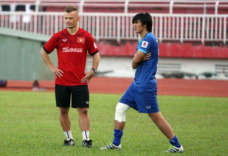 HLV Huu Thang: 'Co hoi tham du AFF Cup cua Tuan Anh la 40-60%' - Anh 1