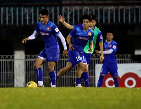 HLV Huu Thang: 'Co hoi tham du AFF Cup cua Tuan Anh la 40-60%' - Anh 2